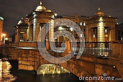 Мост над рекой Fontanka в Ст Петерсбург