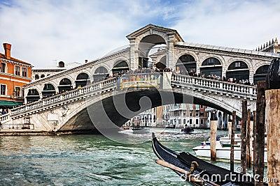 Мост Rialto Редакционное Фотография