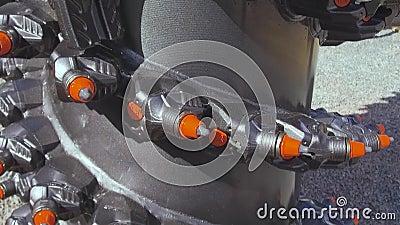 Мощный сверля инструмент Привинтьте сверло, оборудованное с карбид-наклоненными элементами и зубами видеоматериал