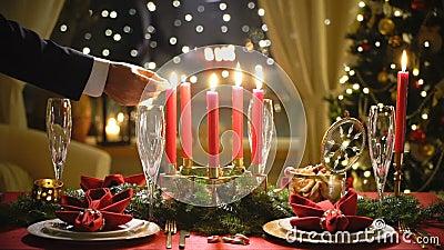 Мужские свечи рождества светов руки сток-видео