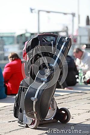 музыкант s багажа