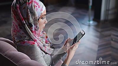 Мусульманский отдых траты женщины с чернью дома акции видеоматериалы