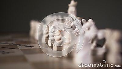 Необычное восточное белое шахматное изделие закрытое место на стартовой игре 4K сток-видео
