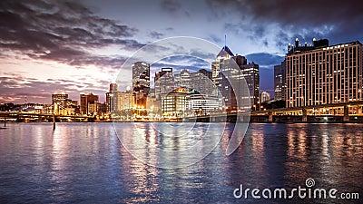 Ноча к timelapse дня в Питтсбурге сток-видео