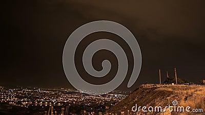 Ночной город и грозовая молния видеоматериал