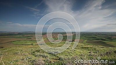 Облака над полями фермы видеоматериал