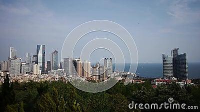 Обозревать городской & горизонт моря, фарфор QingDao (tsingtao) акции видеоматериалы