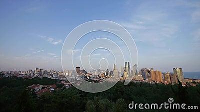 Обозревая городской горизонт, фарфор QingDao (tsingtao) акции видеоматериалы