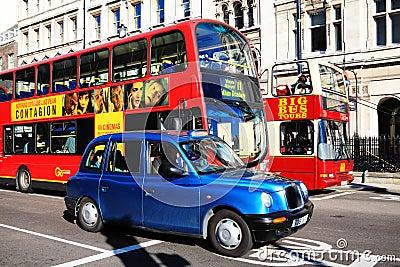 общественный транспорт Редакционное Изображение