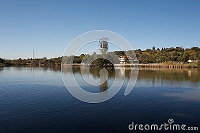 озеро спокойное
