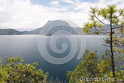 Озеро Lugu в Юньнань, Китае