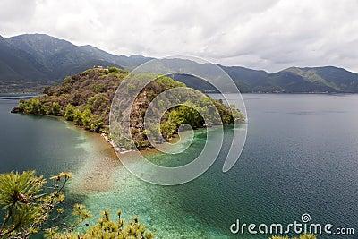 Остров озера гор
