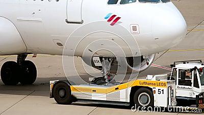 Отбуксировка аэробуса A319 Eurowings сток-видео