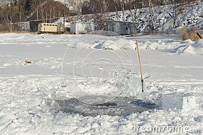 Отверстие льда