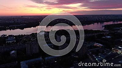 Панорама красного заката в городе видеоматериал