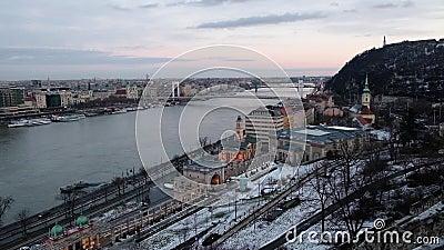Панорамный вид Дуная и Citadella от Budai Var, Будапешта, Венгрии видеоматериал