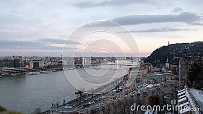Панорамный вид Дуная и Citadella от Budai Var, Будапешта, Венгрии акции видеоматериалы