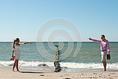 Пары на пляже