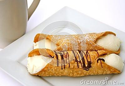 печенье десерта cannoli