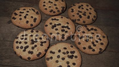 Печенья с шоколадом crumbs, вращение 360 градусов акции видеоматериалы