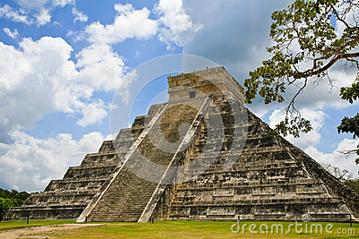 Пирамидка Kukulkan на Chichen Itza