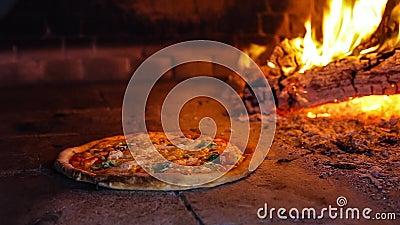 Пицца в печи видеоматериал