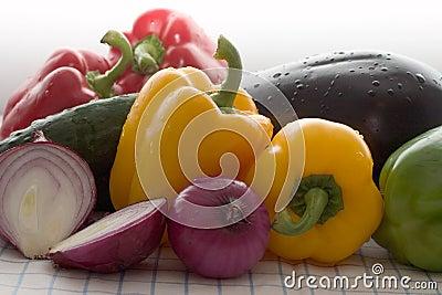покрашенные свежие овощи
