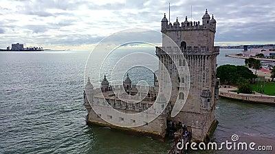 Полет вокруг знаменитой башни Белем в Лиссабоне акции видеоматериалы