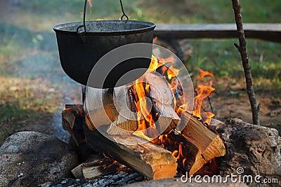 подготовлять еды лагерного костера
