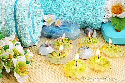 Полотенца, мыла, цветок, свечи