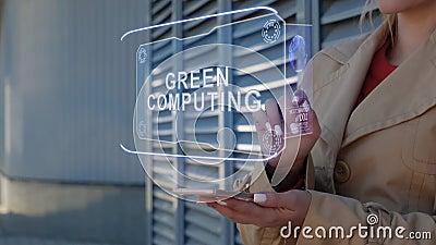 Предпринимательница взаимодействует с HUD Green computing акции видеоматериалы