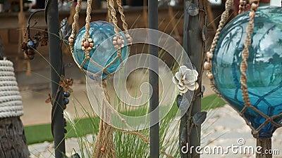 Прекрасный декор ретро и растения для сада Комплект голубых морских буев из стекла и макрама в стиле винтажа акции видеоматериалы