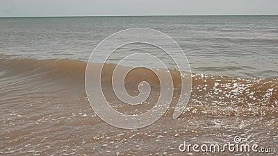 Прибой на побережье Азова, природа моря сток-видео