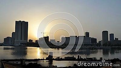 Промежуток времени Джидды городской от рассвета к утру близко и далеко сток-видео