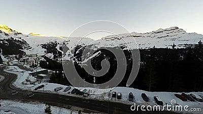 Промежуток времени лыжного курорта Avoriaz в французских Альпах, акции видеоматериалы