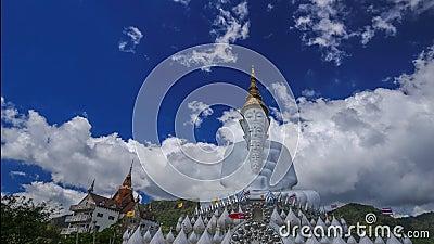 Промежуток времени 5 Buddhas на виске Kaew сына Wat Phra Thad Pha, Phetchabun, Таиланде сток-видео