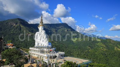 Промежуток времени 5 Buddhas на виске Kaew сына Wat Phra Thad Pha, Phetchabun, Таиланде акции видеоматериалы