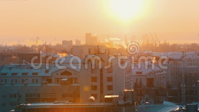 промышленно Взгляд в центре  города от максимума снежности акции видеоматериалы