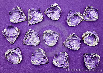 против драгоценностей пурпуровых