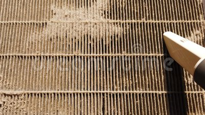 Пылесос очищая грязный воздушный фильтр акции видеоматериалы