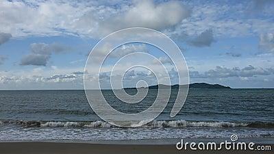Развевайте в море на пляже Pae запрета акции видеоматериалы
