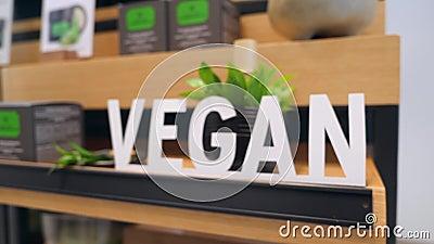 Раздел косметик Vegan подписывает внутри этичный магазин Отсутствие концепции продуктов заботы тела испытаний на животных здорово видеоматериал