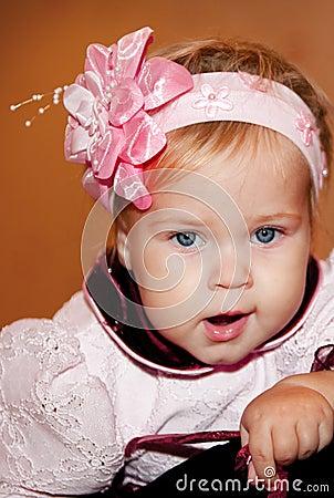 ребенок зевая