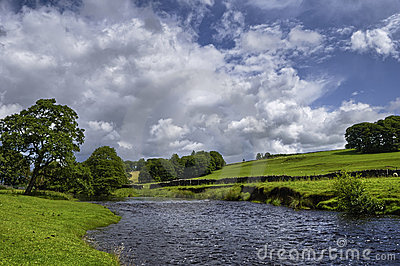 река сельской местности