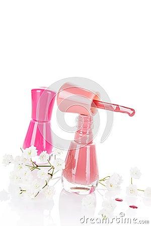 Розовый и бежевый маникюр с белыми