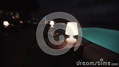 Роскошь бассейна лампы, зеленый цвет, таблица, лампа, комната, дом, экстерьер, дом, свет, архитектура видеоматериал
