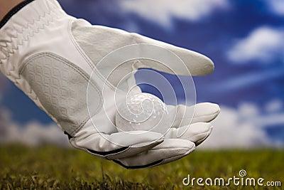 Рука и шар для игры в гольф