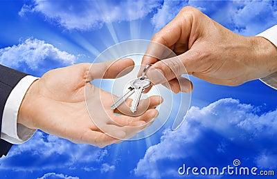 рука пользуется ключом небо