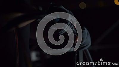 Руки на колесе вечером видеоматериал