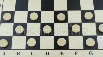 Светлые контролеры на поле шахмат видеоматериал